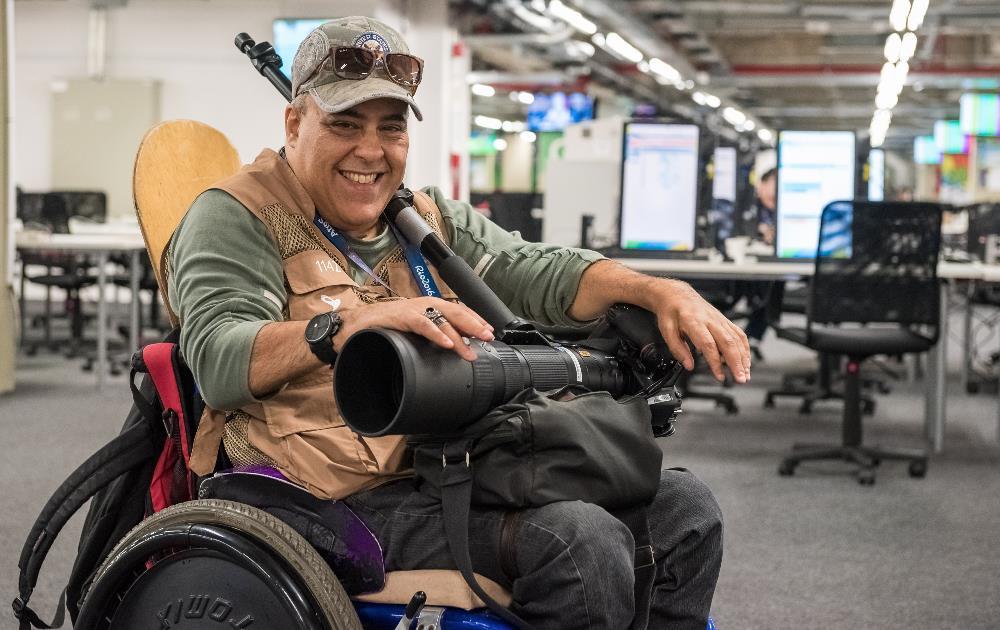 Simon, no Centro Principal de Imprensa, a caminho de mais uma partida do rugby em cadeira de rodas (Foto: Rio 2016/João Salamonde)