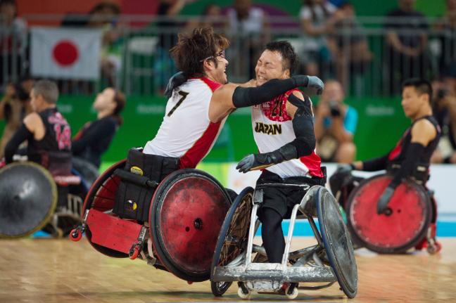 Japoneses comemoram medalha inédita no rugby em cadeira de rodas (Foto: Rio 2016/Alex Ferro)